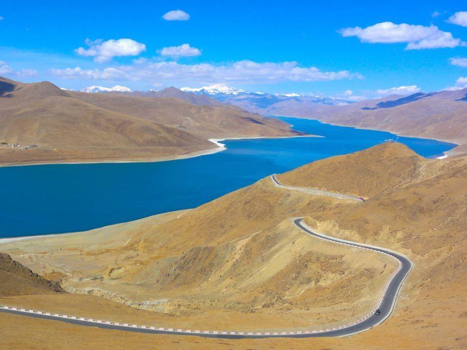 チベット、ヤムドク湖