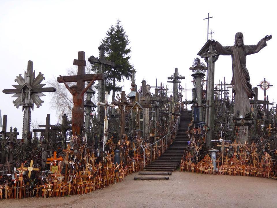 リトアニア、シャウレイの十字架の丘