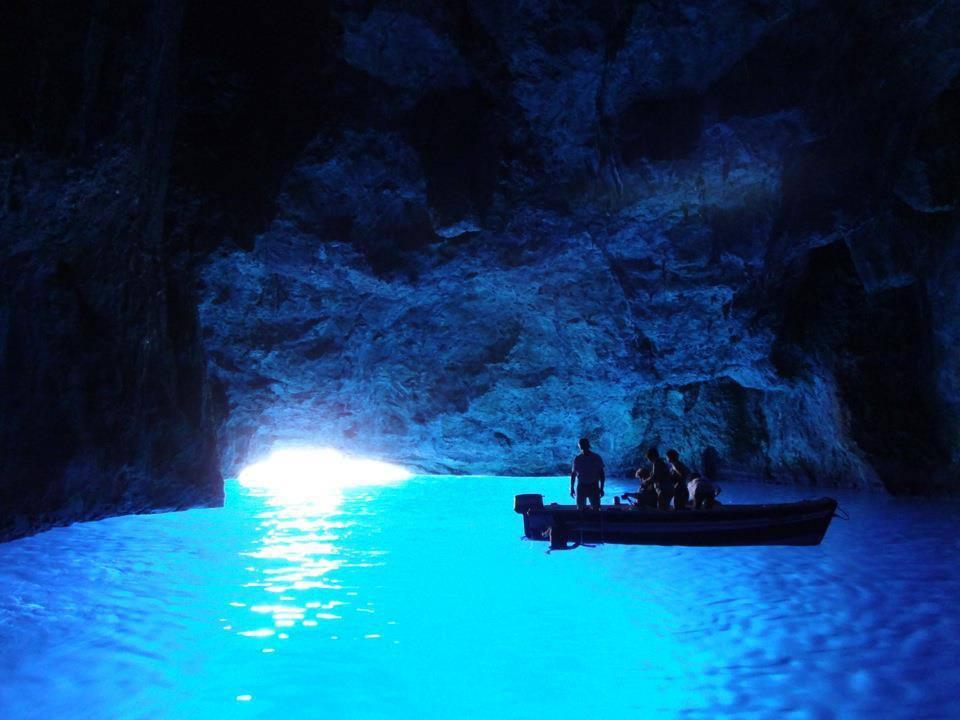 ギリシャ、カステロリゾ島の青の洞窟