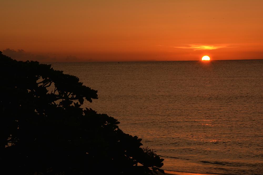 ニシ浜の夕陽