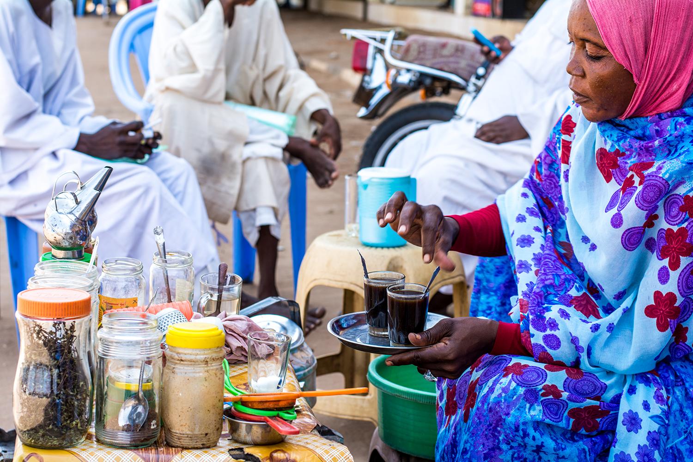 スーダンのチャイ屋のおばちゃん