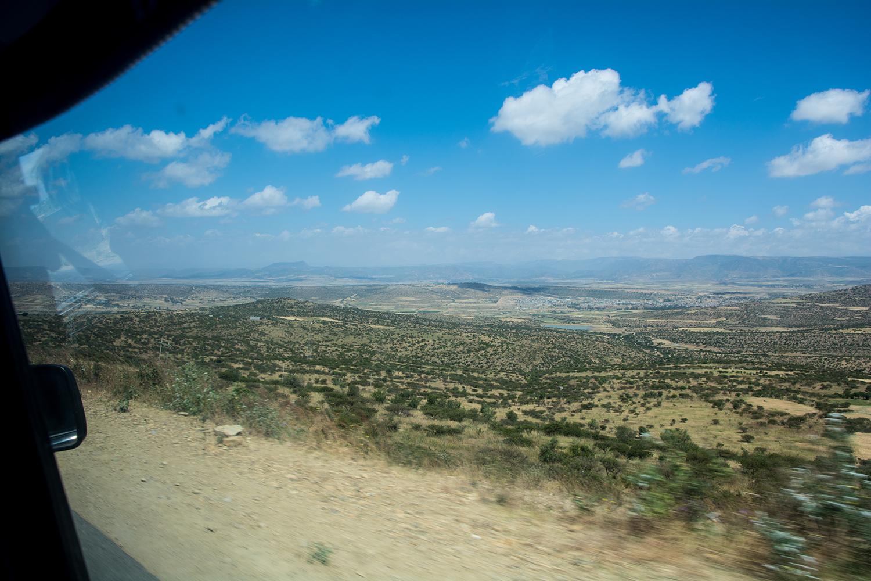 ダナキル砂漠に向かう途中の風景