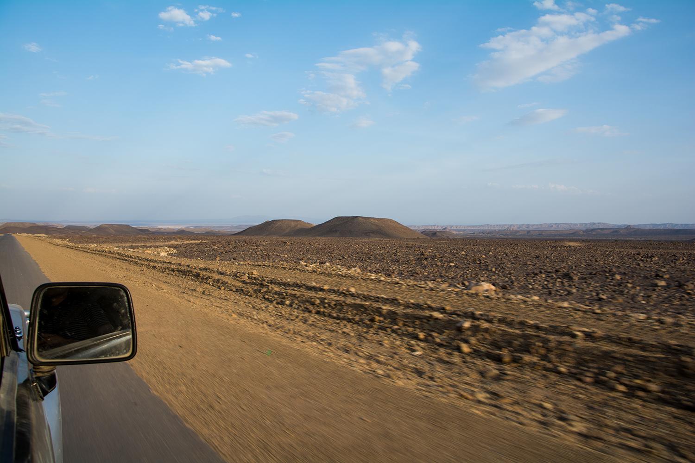 ダナキル砂漠へ向かう道