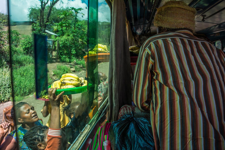 ドルゼ村へ向かうバス