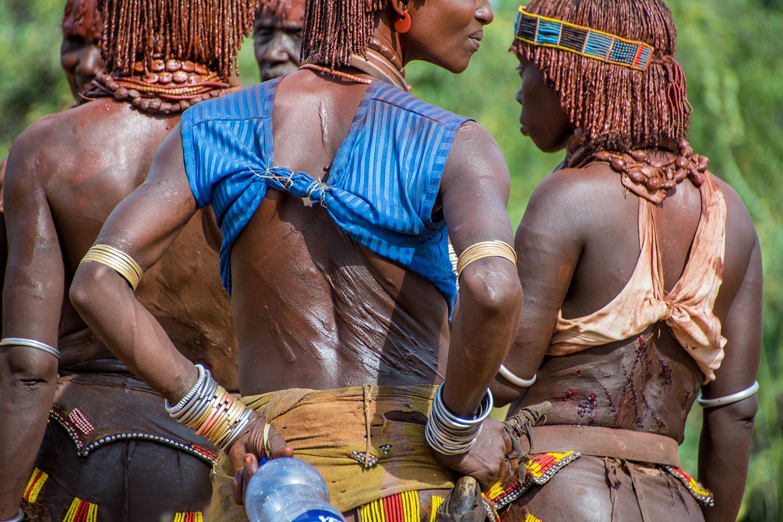 ハマル族の鞭打ちの儀式&牛飛びの儀式