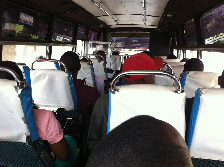 ナイロビのバス