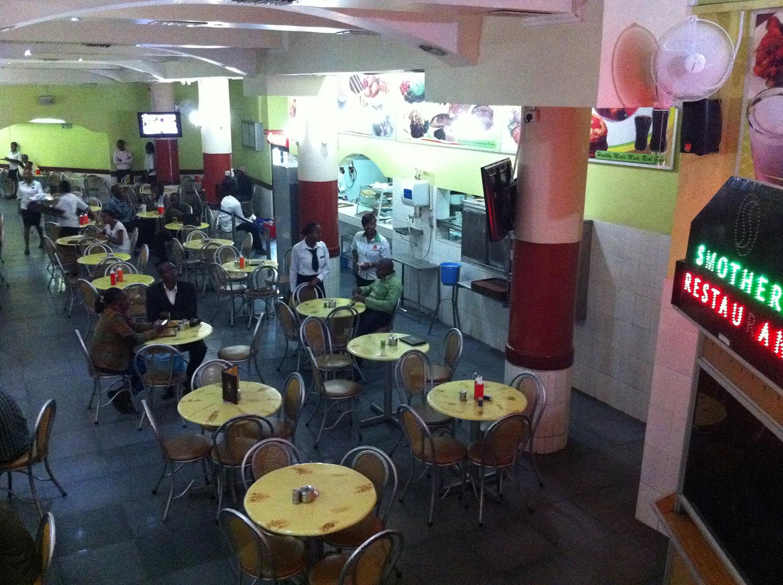 ケニアの安食堂