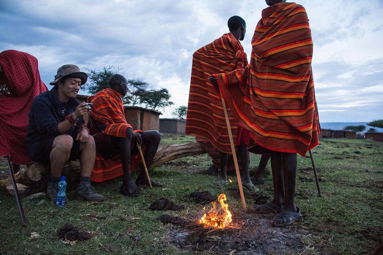 マサイ族の火起こし