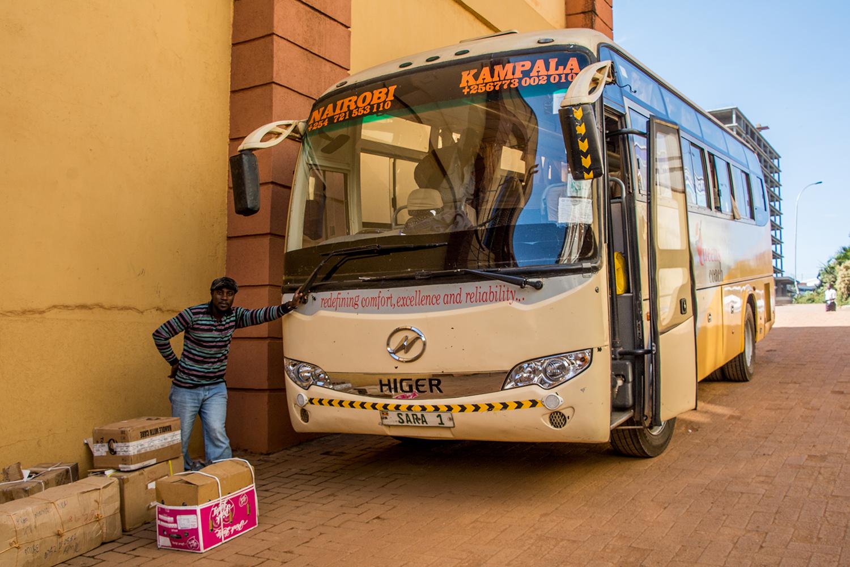 ナイロビからカンパラに向かうバス