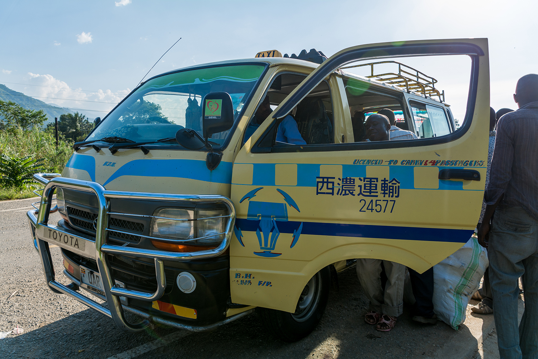 ウガンダのタクシー(マタツ)