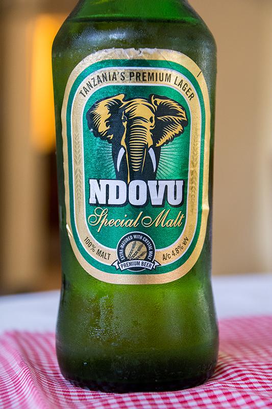 タンザニアのビールNDOVU