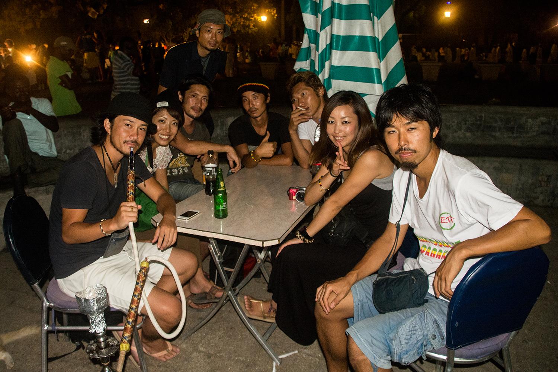 集まった日本人