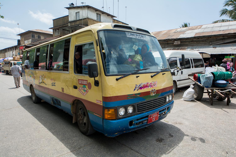 ヌングイ行きのバス
