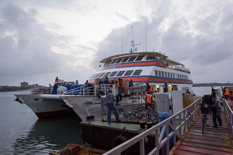 ダルエスサラームに戻る船