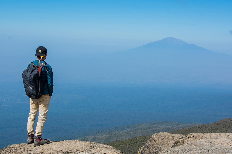 メルー山を望む