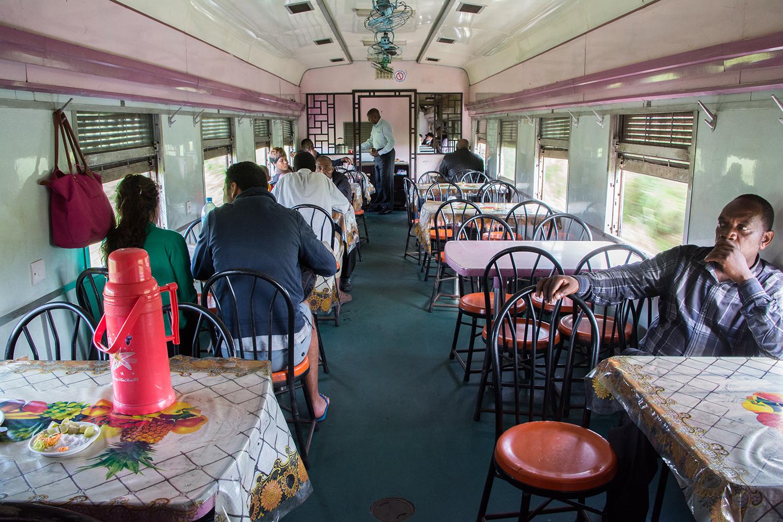タンザン鉄道の食堂車