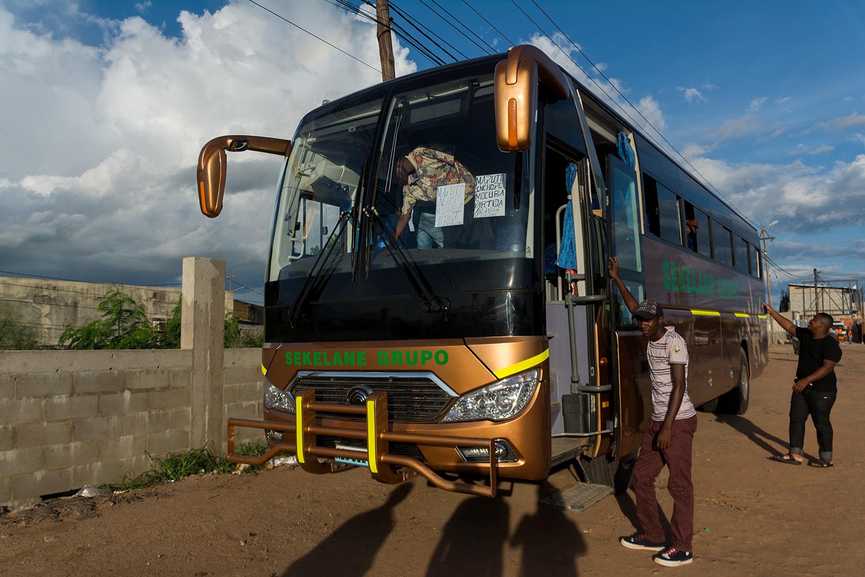 ナンプラからマプトへ向かう長距離バス
