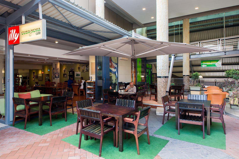 ショッピングセンターのカフェ