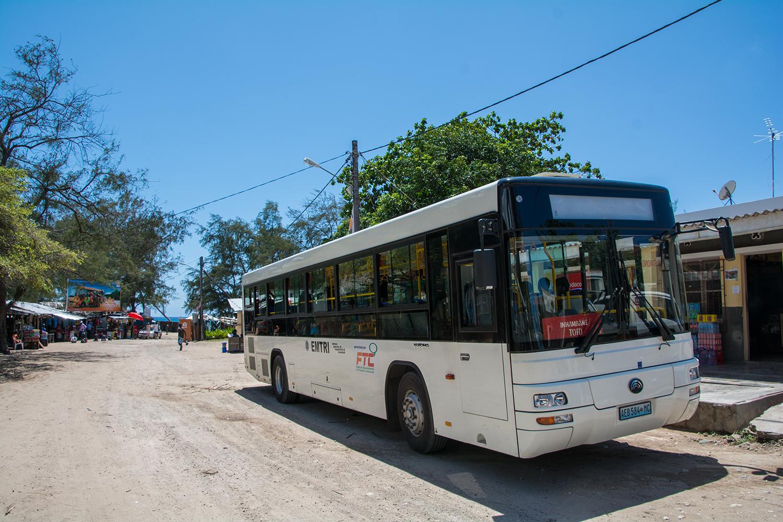 トーフからイニャンバネまで走るバス